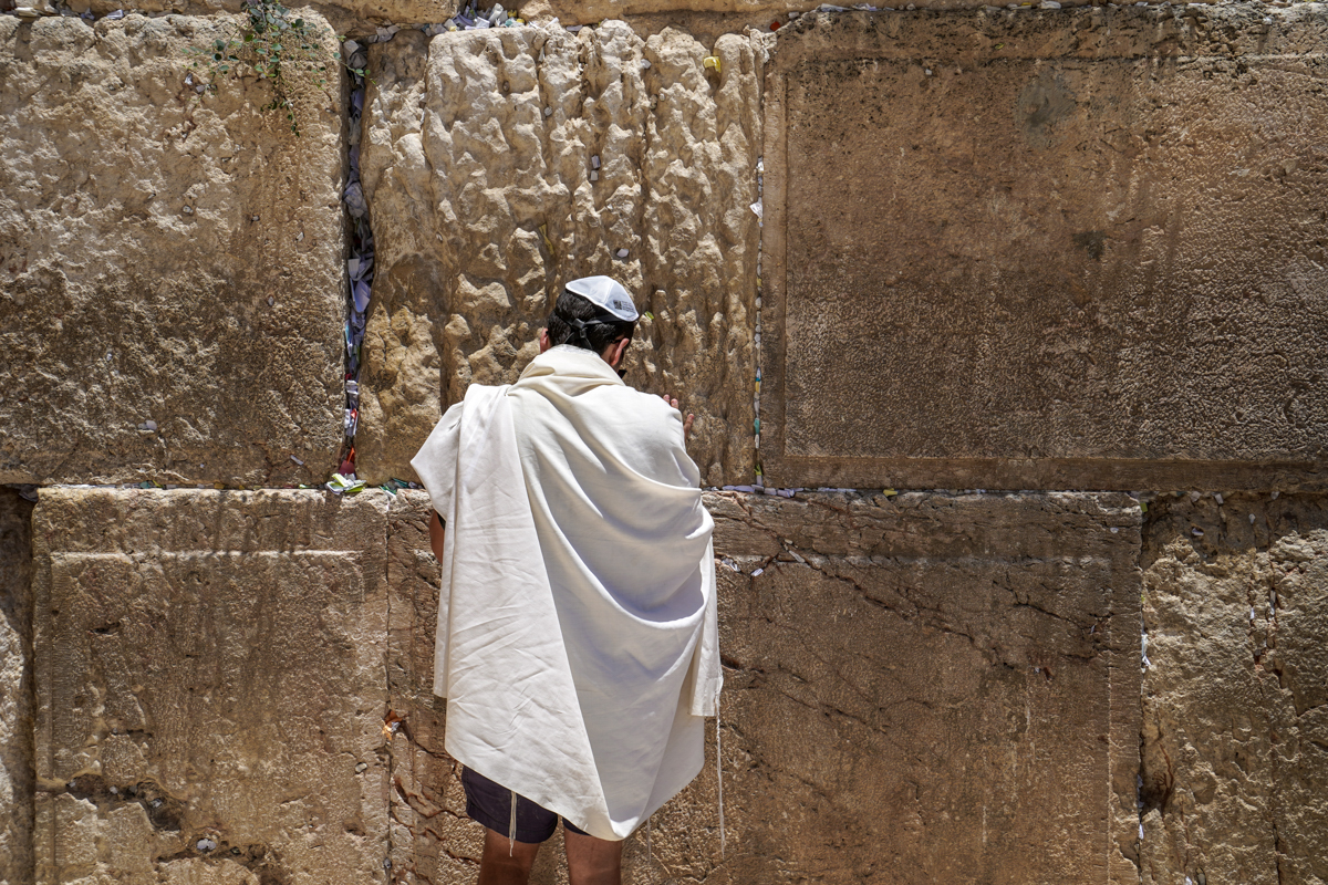 Faithful man in front of the Westrn Wall